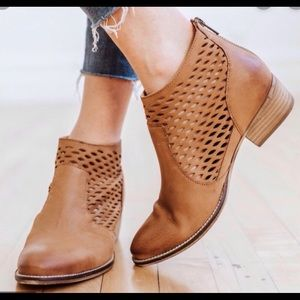 Seychelles Camel color leather perforated booties